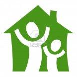 8745899-un-pictogramme-representant-un-enfant-avec-un-adulte-etre-heureux-dans-leur-propre-maison
